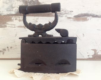 Old iron on coal - Coal Iron - Charcoal Iron -  Decorative iron - Cast iron charcoal - Antique Iron - Primitive rusty metal ironing