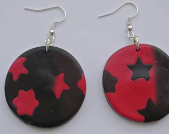 round earrings with stars