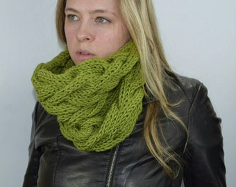 Knit Cable Winter Scarf Cowl, Moss Neck Warmer, Chunky Cowl with Braid, Womens Snood, Green Circle Scarf