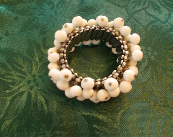 Bracelet, Vintage white milk-glass Cha Cha Bracelet
