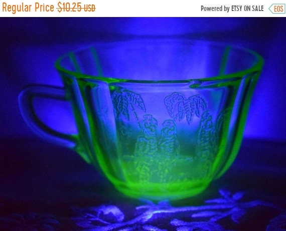 Delayed Shipping Federal Glass Green Depression Parrot Cup Vintage 1930s Sylvan Parrot Pattern Coffee Cup Vaseline Uranium Glass Tea Cup Fed