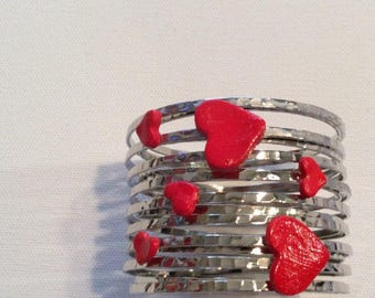 Bangle bracelet with clay hearts