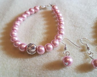 Glass bead bracelet with matching earrings