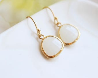 White stone earrings in gold, Teardrop stone earrings, Bridesmaid jewelry, Bridesmaid set, Wedding earrings, Bridesmaid gift