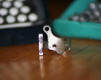 Rabbit™ Typewriter Ring (Dollar Sign)
