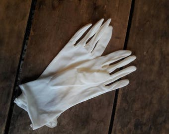 White wedding glovesVintage gloves for wedding/prom/costume