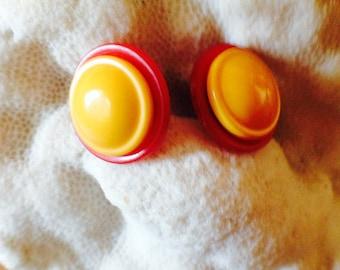 BAKELITE BAUBLES - Two-Tone Bakelite Button Earrings
