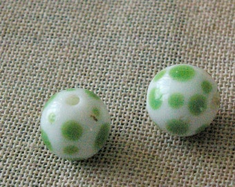Set of 2 white round beads with green spots ceramic