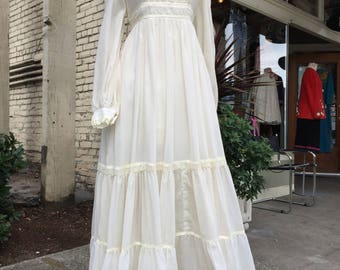 Gunne Sax dress~ 1970's~ 70's~ full length~ Maxi~ wedding~ Boho~ Peasant dress~ long white Vintage lace gown~ size Medium