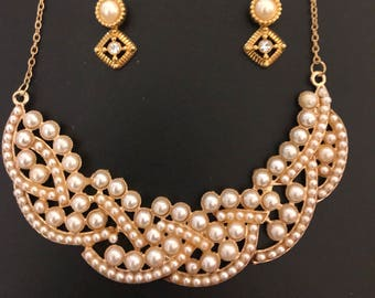 Pearl statement necklace with matching earrings. Pearl necklace.