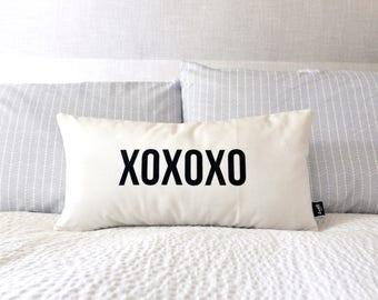 XOXOXO - Velveteen Throw Pillow Cover