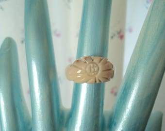 Vintage Carved Sun Seashell Ring size 4 3/4