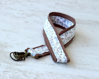 Coton brown wrist strap and liberty fabric