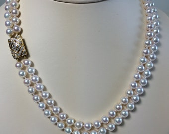 Fine quality Japanese pearl necklace with 18 karat gold diamond clasp