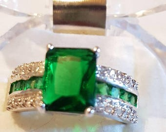 Silver 925 emerald green  crystal ring. Size 9