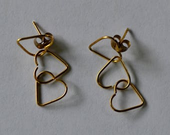 Dangle gold hearts earrings