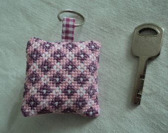 Key embroidered pink and purple - Keyring - gift idea - key embroidered cushion - checkerboard - pink and purple