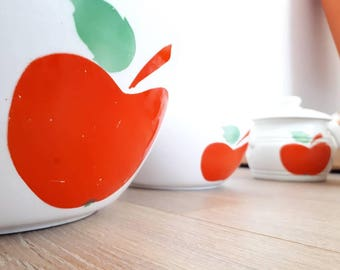 Set of 2 bowls and 2 small eyeshadow pattern apples vintage and retro. Made in Hungary.