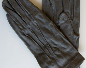 Vintage short grey green gloves // vintage women gloves // small gloves // glamour fall gloves // french grenoble gloves