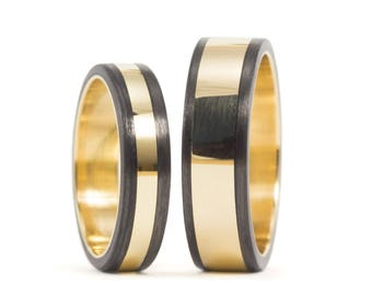 18ct gold ring and Carbon Fiber. Wedding band. Comfortable flat rings. Water resistant.(04703_4N6N)