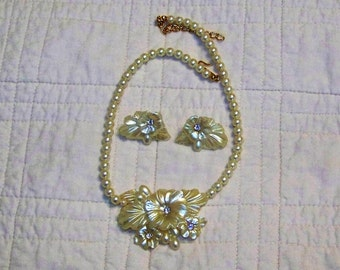 White Vintage Lucite Flower Necklace And Earrings With Rhinestone Centers