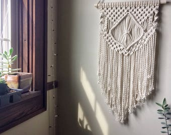Macrame Wall Hanger/Macrame Wall Hanging/Macrame Decor/Macrame Wall Decor