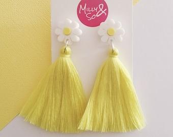White Daisy Dangle (yellow tassels )