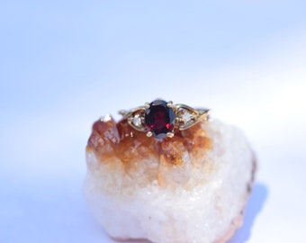 Gorgeous vintage 14k gold filled red glass ring size 8 -red glass-white glass-14k gf ring-