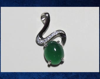 Chalcedony & Sterling Silver - Large 25mm pendant with green chalcedony gemstone. #GPEN-070