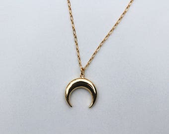 Necklace with Crescent Moon pendant / necklace gold plated Horn / Moon pendant necklace