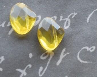 verre jaune larme 15x12mm