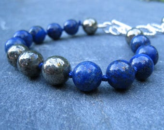 lapis Bracelet, Lapis et Pyrite Bracelet, bracelet noué à la main, bracelet bleu de pierres précieuses, plus la taille bracelet, bracelet de 9 pouces, SweetTaBou