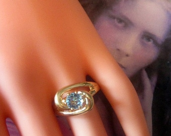 Vintage Gold Ring With Sparkling Blue Rhinestone Solitaire - Size 8.25 - R-154