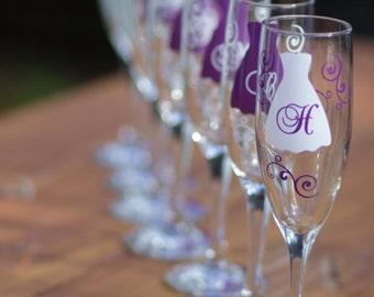 Bride and Bridesmaids champagne glasses, Personalized set of 7 wedding flutes. Plum, regency, purple