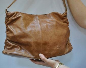Vintage LEATHER handbag .....(097)
