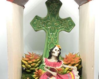 """Sugar Skull / Dia de Los Muertos Shadow box, calavera, diorama, ofrenda """"Dancing Catrina"""""""