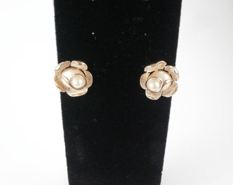 Vintage Trifari Jewelry Pearl Earrings Flower