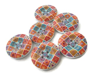 6 boutons de bois avec motif patchwork de fleurs 23mm  (BB104)