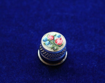 """Embroidered Thimble """"Bouquet"""" 14 mm"""