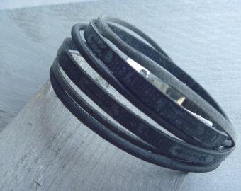 Black/ darkgrey wrap bracelet