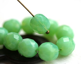 8mm Opal Green round beads Czech glass Lime green fire polished, faceted beads - 15Pc - 1798