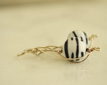 Schwarz / weiß Ohrringe, Zebra Schmuck Draht gewickelt Sterling Silber Ohrringe