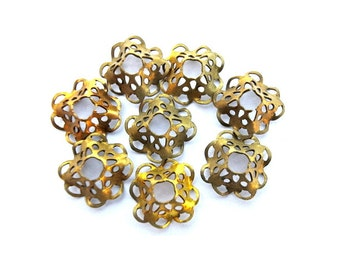 6 VINTAGE flower beads, metal lace design 9mm