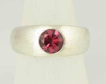 Ring • Rhodolite Garnet • • silver