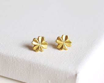 SALE . four leaf clover stud earrings  clover earrings . simple clover studs . lucky clover earrings . four leaf clover jewelry