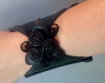 Wearable tech wallet,  ideas for women, friend, girlfriend, sister, Leather Wrist wallet, Hands Purse, Hands wallet, Cuff wallet