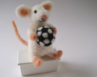 Mouse sport, needle felted animal