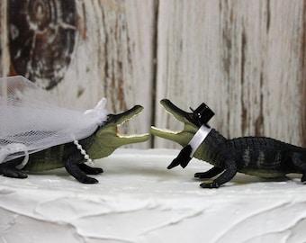 Alligator Wedding Cake Topper, Animal Cake Topper, Gator Cake Topper, Swamp Alligators, Unique Cake Topper, Bride and Groom Cake Topper