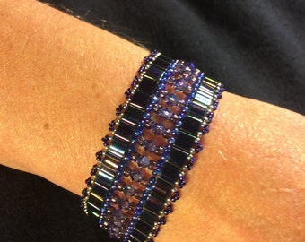 NO 81 Hand woven crystal and glass beaded bracelet
