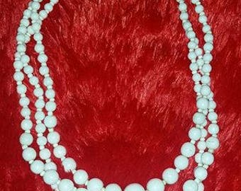 Vintage 3 strand white bead necklace